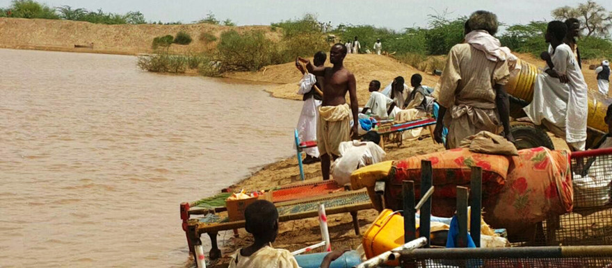 Residents of Kassala state in Eastern Sudan attempt to save their belongings from the flooding of the Gash river this week (Radio Dabanga correspondent)