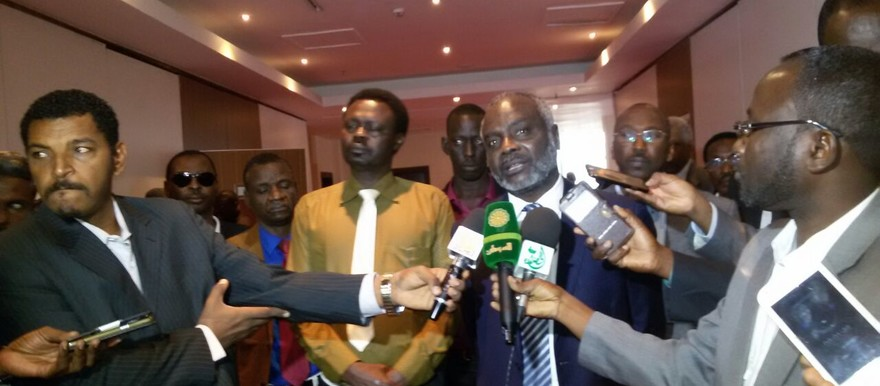 Jibril Ibrahim Mohamed (JEM, on the right) and Arko Minni Minawi in Addis Ababa (file photo)