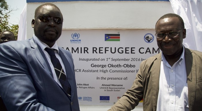 UNHCR Assistant High Commissioner, George Okoth-Obbo (right) and Governor of Ruweng State, Mayol Kur Akuei (left) shake hands to mark the official opening of Pamir camp on 1 September (UNHCR)