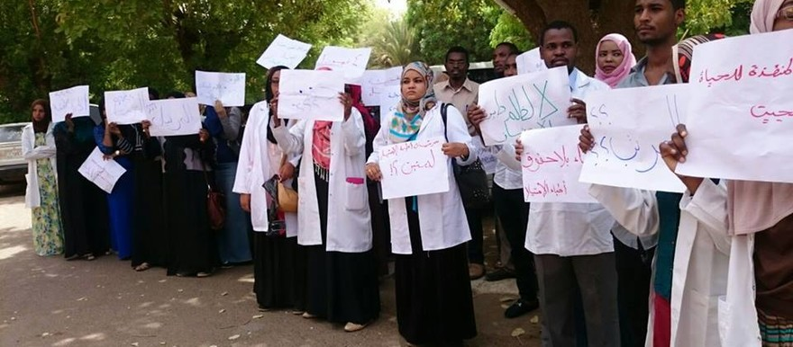 Protesting doctors in Khartoum (file photo)