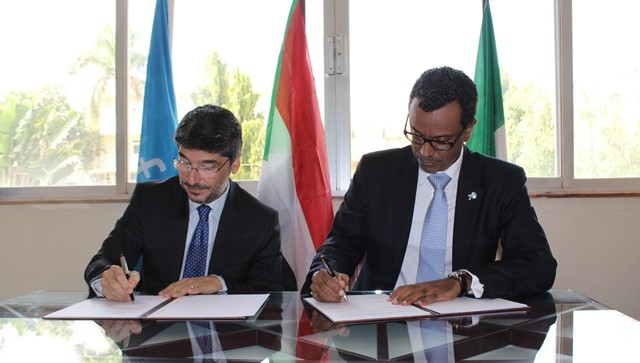 Fabrizio Lobasso, Ambassador of Italy in Sudan, and Abdullah A. Fadil, Unicef Country Representative at the signing ceremony in Khartoum. (Unicef)
