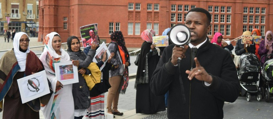Sudanese stage a protest in Cardiff, Wales against the alleged chemical weapons use in Sudan, on 27 October 2016 (RD)