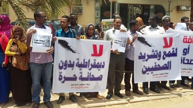 Journalists protest the increasing oppression of press freedom in Sudan (Sudanese Journalists Network)