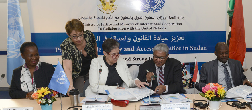 UN Resident and Humanitarian Coordinator Marta Ruedas and Sudanese Ministers sign the programme to strengthen rule of law institutions in Darfur on 22 November in Khartoum (UNDP)