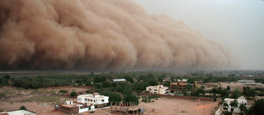 A cloud of dust known as haboob in Sudan nears Khartoum (AFP)