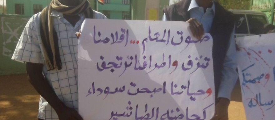 The demonstration against the rapes of two school teachers in El Addar in El Geneina on Thursday. Protesters positioned themselves on the street in front of the Ministry of Education (RD)