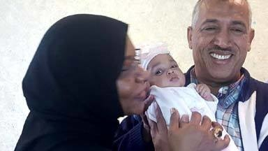 El Laithi Harith Yousif, the father of Aya who joined IS and was killed in Libya, arrives at Khartoum airport on 6 February with his granddaughter (various media)