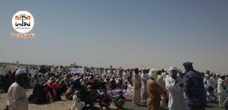 Protests in northern Sudan's Sawarda against the gold cyanidation site in the area, 8 April 2017 (Nubokeen)