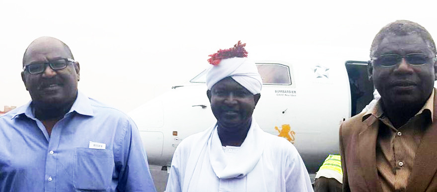 Columnist El Tahir Sati (L), El Sadig El Rizeigi, head of the General Journalists' Union and editor-in-chief of El Intibaha newspaper (C), and journalist Adil El Baz at the airport of Khartoum, 23 April 2017