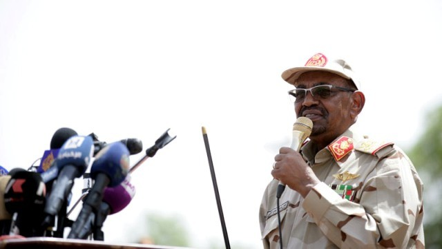 Al Bashir addresses a new batch of paramilitary Rapid Support Forces in Khartoum, 13 May 2017 (SUNA)