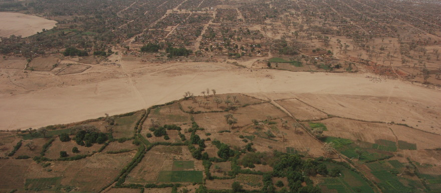 The agricultural land next to the wadi in El Geneina, capital of West Darfur, has been cultivated by townspeople for many years (UNEP)