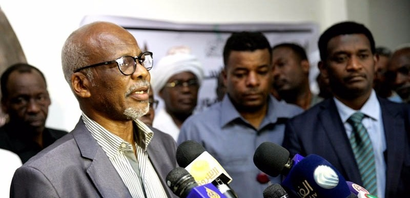 JEM leader Abubakar Hamid Nour speaks to reporters in Khartoum yesterday (RD correspondent)