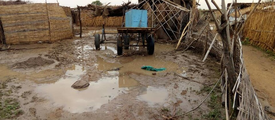 Rain puddles followed heavy rainfall in the camp for displaced people in Kalma, South Darfur, in June 2017. The flood caused a large number of homes and facilities to collapse (RD)