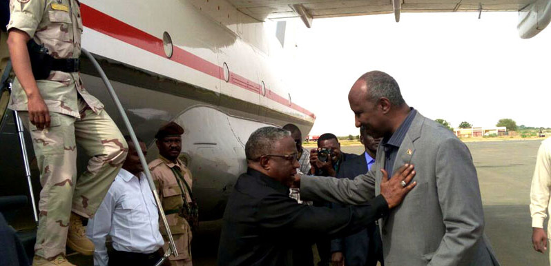 Sudan's Vice President, Hasabo Abdulrahman is greeted by North Darfur Governor Abdel Wahid Yousif on arrival at El Fasher airport on Monday 7 Aug 2017 (SUNA)
