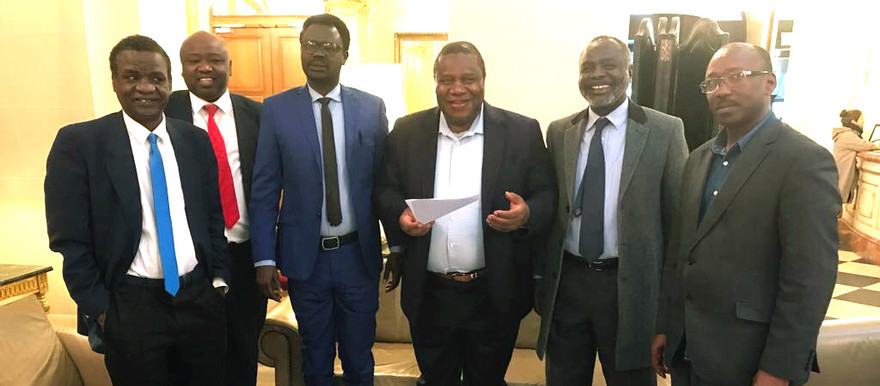 Head of Unamid, Jeremiah Mamabolo (C) meets with JEM leader Dr Jibril Ibrahim (C-R) and SLM-MM leader Arko Minni Minawi (C-L) and their delegations in Paris on 2 May (Unamid)
