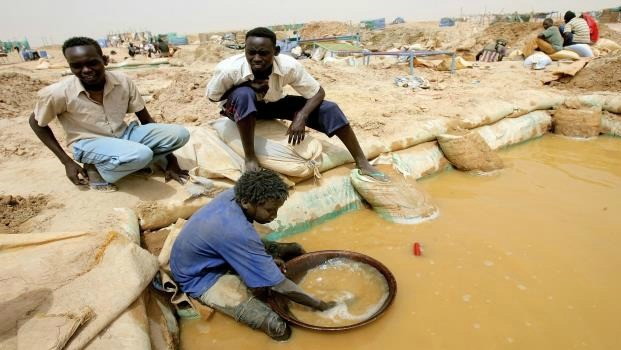 Gold mining in Sudan (AFP/alaraby)