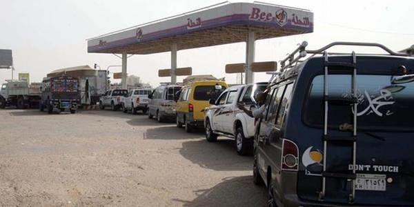Cars queue in front of a fuel station in Sudan (file photo)