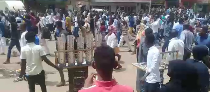 People in Khartoum North protest against the death penalty on Asim Omar, 24 September 2017 (RD)