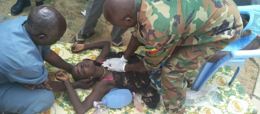 Unamid personnel treat the wounded after live ammunition was used on protesters at Kalma camp on Friday (RD)