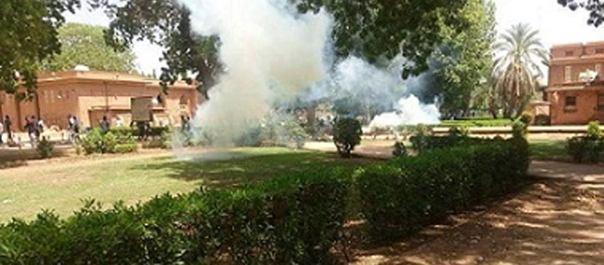 Tear gas fired by riot police and security service at the University of Khartoum on 9 January (RD)