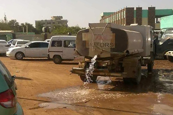 A tanker floods El Ahliya schoolyard with sewage to prevent the vigil (Picture: RD)