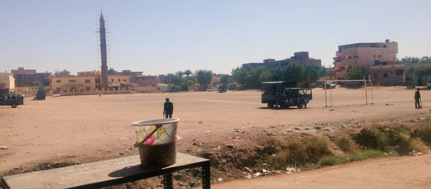 Riot police block El Shaabi Square in Khartoum Bahri on Wednesday against the planned protest march (RD)