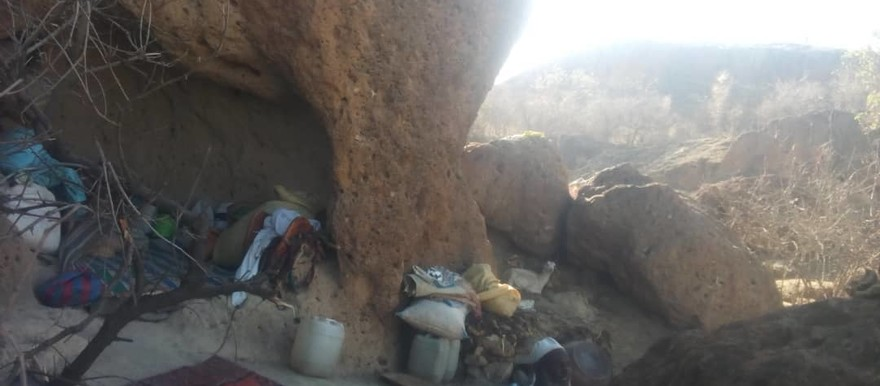 Newly displaced people have been sheltering from the fighting between the Sudanese army and armed opposition in caves in Darfur's Jebel Marra, without access to aid (RD)