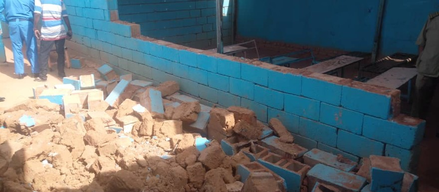 Three schoolgirls died, and eight others sustained injuries when this wall collapsed at Darelsalam basic private school for girls in the Ombadda district in Omdurman (RD)