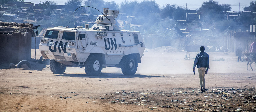 A Unamid armoured personnel carrier (APC) during a  routine security patrol of Abu Shouk camp in North Darfur (File photo: Amin Ismail / Unamid)