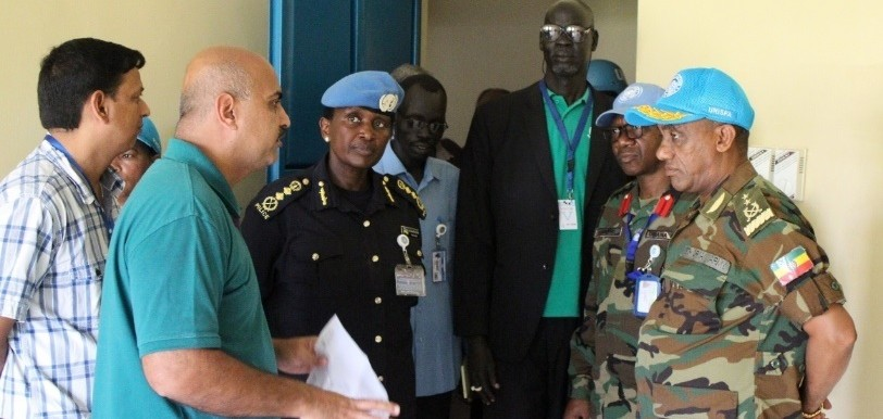 Acting Head of Mission and Force Commander, Maj. Gen. Gebre Wolzdegu, visits the Abyei Hospital, Sept. 20, 2018 (Unisfa)