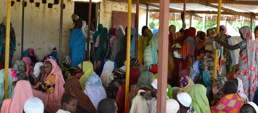 Women line up to receive their monthly ration in the Djabal camp, in eastern Chad (WFP, 2015)