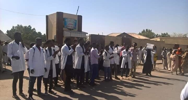 Doctors in Omdurman started an open-ended strike after the security service stormed the main hospital to chase people who sustained injuries during the mass protest on Wednesday, January 9 (RD)