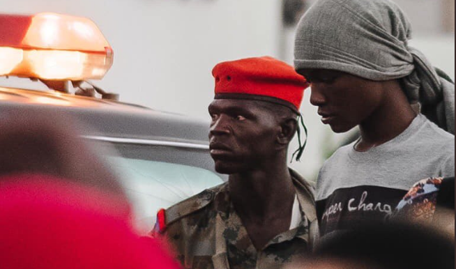 Soldier and civilian stand next to each other during sit-in taking place for the third day in a row in front of SAF headquarters on 8 April 2019 (Social media)