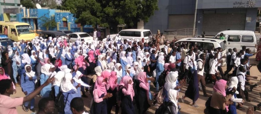 Secondary school students in El Obeid demonstrate against price increases, and shortages of result of investigation into June 3 massacre (SD)