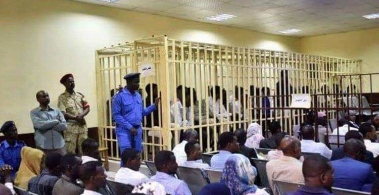 Suspects from the Kassala security forces in a cage during the trial for teacher's death by torture (Social media)