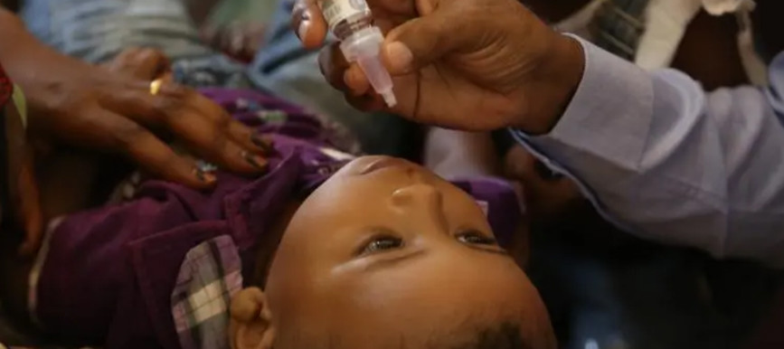 A child in Sudan receives a cholera vaccine (File photo: Unicef)