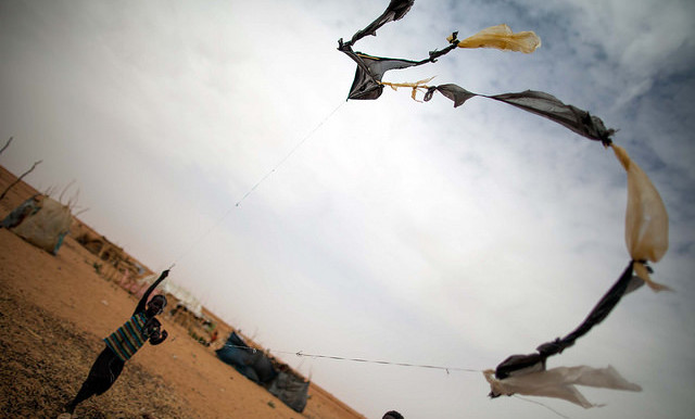 In Zamzam camp in North Darfur, a child plays with a self-made kite (Albert González Farran/Unamid)