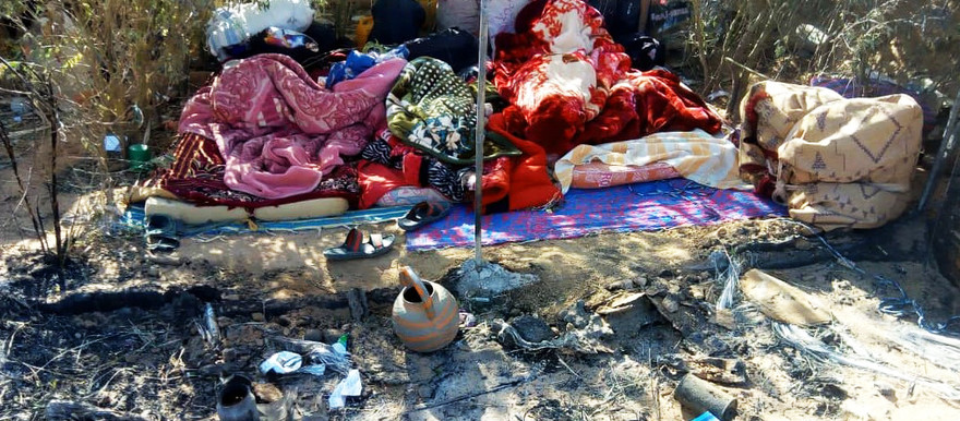 A few belongings the Sudanese refugees managed to salvage from the fire that destroyed much of the camp in Agadez (RD)