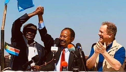 SPLM-N faction leader Abdelaziz El Hilu and Sudan's Prime Minister Abdallah Hamdok hold their clasped hands aloft in Kauda today, as WFP chief David Beasley looks on (RD)