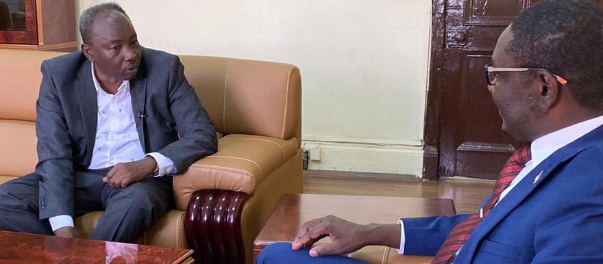 Radio Dabanga editor in chief Kamal El Sadig meets with Member of Sudan's Sovereign Council and the spokesperson for the government delegation for the peace talks, Mohamed El Taayshi, at the Presidential Palace in Khartoum on Thursday