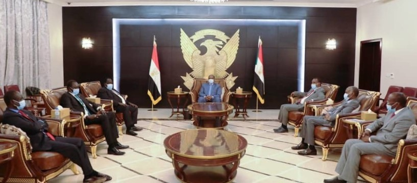 Chairman of the Sovereign Council Lt Gen Abdelfattah El Burhan receives the South Sudan peace mediators and delegation of rebel leaders in Khartoum, June 27 (SUNA)
