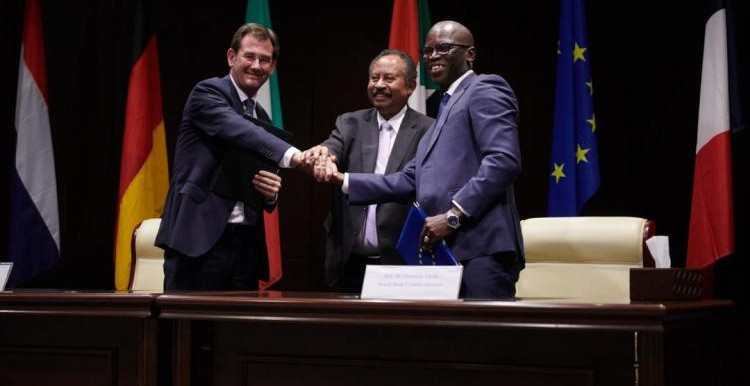 EU Ambassador Robert van den Dool, Prime Minister Abdallah Hamdok and World Bank country director Ousmane Dion at the signing of the agreement about the Sudanese Family Support Programme yesterday (EU)