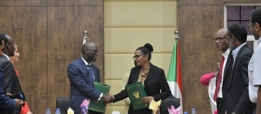 World Bank country director Ousmane Dion (L) and Acting Finance Minister Heba Mohamed (R) shake hands after World Bank approved grant of $400m for Sudan on October 12 (SUNA)
