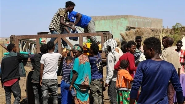 Ethiopian refugees collecting water in Sudan (Social media)