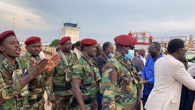 Minni Minawi (right) and members of the rebel faction SLM-MM are greeted by members of the Sudan Liberation Movement and the Sudan Revolutionary Front upon their arrival in Juba on November 13, 2020 (Social media)