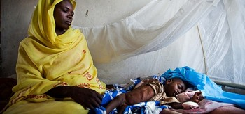 A mother with her critically malnourished baby in El Sareif Hospital, North Darfur, 13 May 2013 (Albert González Farran/Unamid)