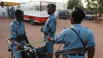 Police officers stand guard in Khartoum on April 10, 2010 (Yahoo.com)