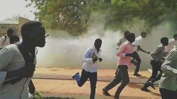 Students of the University of Khartoum during clashes on 11 March 2014 (Dabanga)
