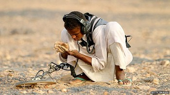 A gold miner in northern Sudan (file photo)