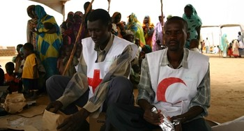 Volunteers of the Red Crescent Society distribute relief supplies to displaced people in Darfur (file photo)